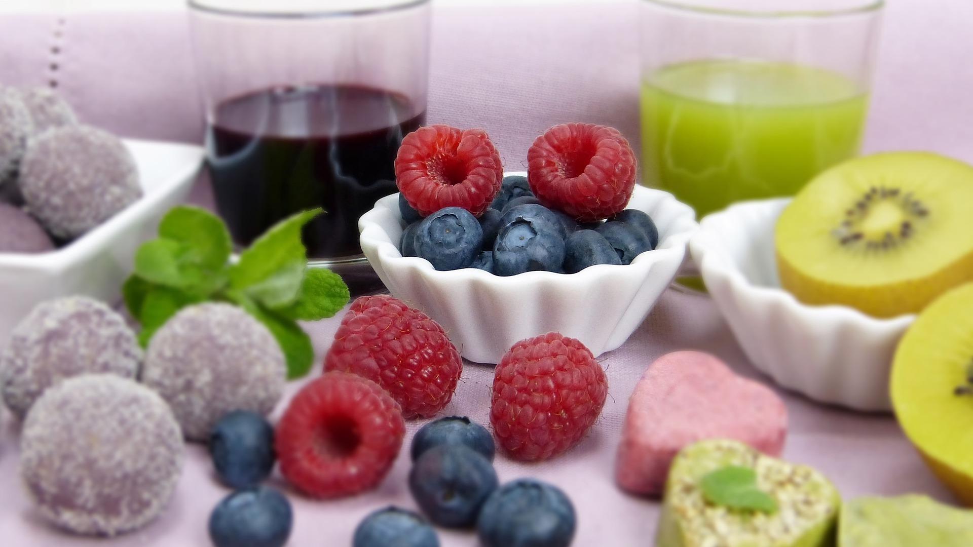 https://pixabay.com/cs/photos/ovoce-maliny-dieta-zdrav%C3%A9-dezert-3111745/